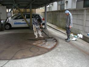 ターンテーブルピット内清掃作業