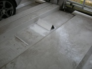 機械式駐車場パレットのタイヤ止め移設工事