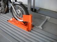 バイク固定装置Rincamの設置工事